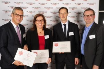 PD Dr. Carsten Kempkensteffen (2. v. r.)  nahm die Auszeichnung zusammen mit Prof. Dr. Michael Abou-Dakn und Prof. Dr. Christiane Erley von Tagesspiegel-Redakteur Ingo Bach entgegen