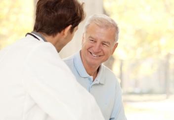 Kopfschmerzbehandlung im Zentrum für Integrative Schmerzmedizin. Foto: iStock-Alvarez