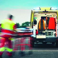 Ein Rettungswagen im Einsatz. Ab jetzt auch vom FKH aus. Foto: iStock-621850874_Chalabala