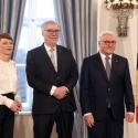 Prof. Hardinghaus zusammen mit Bundespräsident Frank-Walter Steinmeier und seiner Frau Elke Büdenbender. Foto: Bundespräsidialamt