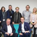 Gruppenbild mit Staatssekretär Andreas Westerfellhaus auf dem grünen Sofa. Foto: EVV