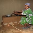 Die neuen Kocher schonen die Waldressourcen und verbessern die Luftqualität vor Ort. Foto: Kyocera