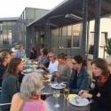Informeller Austausch unter Ärztinnen auf der Dachterrasse des Franziskus-Krankenhauses