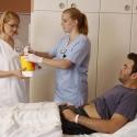 Eine gute Pflege-Ausbildung wie an der Schule für Gesundheitsberufe wird im Gesundheitssystem immer wichtiger